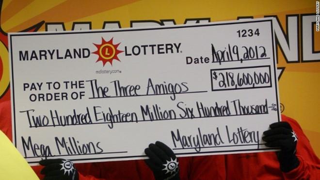"""Nhóm """"Ba người bạn"""" nhận số tiền 218,6 triệu USD. Ảnh: Maryland Lottery."""
