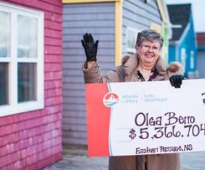 Người phụ nữ Canada trúng 4 triệu USD nhờ dãy số nhìn thấy trong mơ